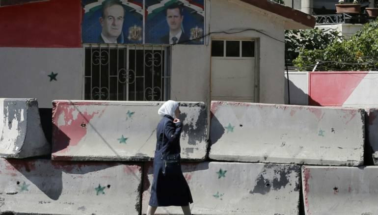 """إعاقتها لم تنجِها من مُعتقلات الأسد..""""جميلة"""" التي عالجت """"المسلحين"""" دون أصابع!"""
