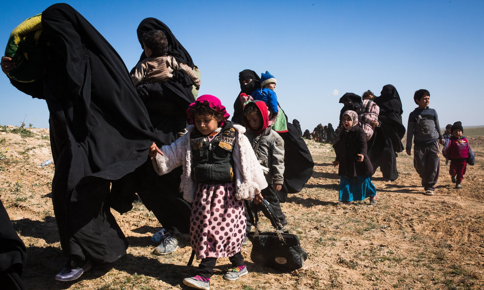 Isis fighters firing at escaping family members, says coalition