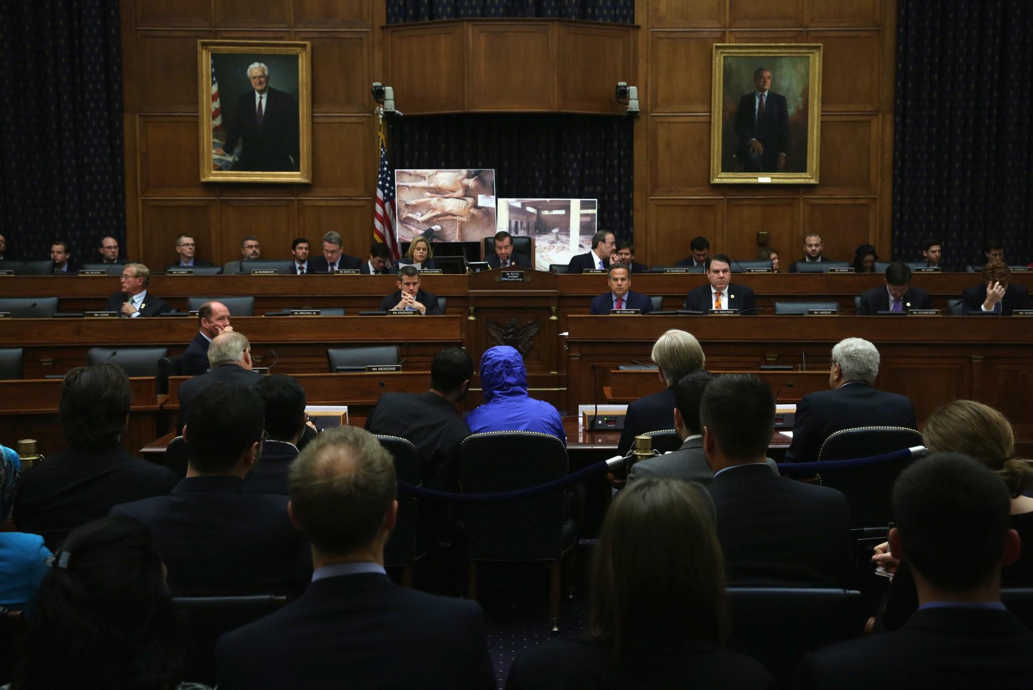 """نيويورك تايمز: كيف سحق """"الأسد"""" المعارضة داخل سجون التعذيب السرية في سورية"""