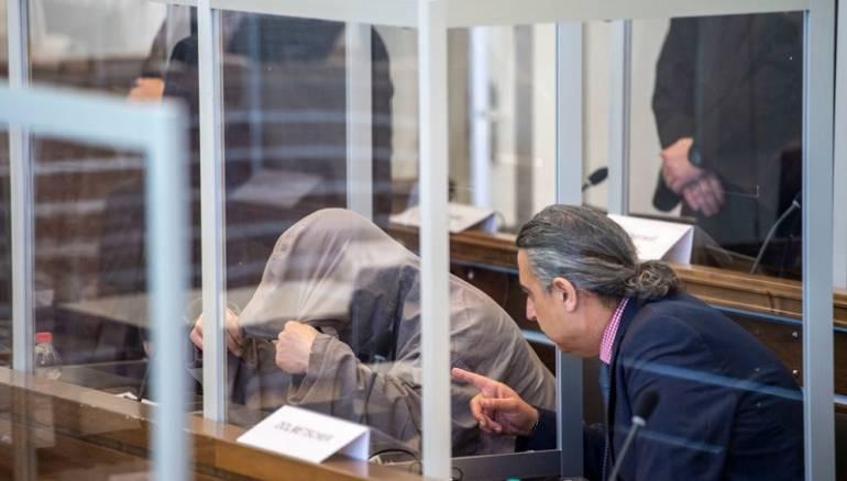 مقابر جماعية وجثث بالآلاف نحو المجهول.. محاكمة أنور رسلان تكشف جرائم بشعة!
