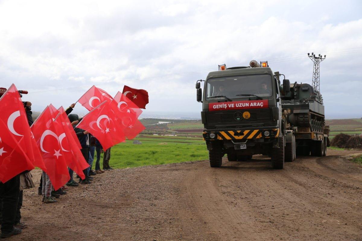 تركيا ترسل تعزيزات عسكرية إلى إدلب