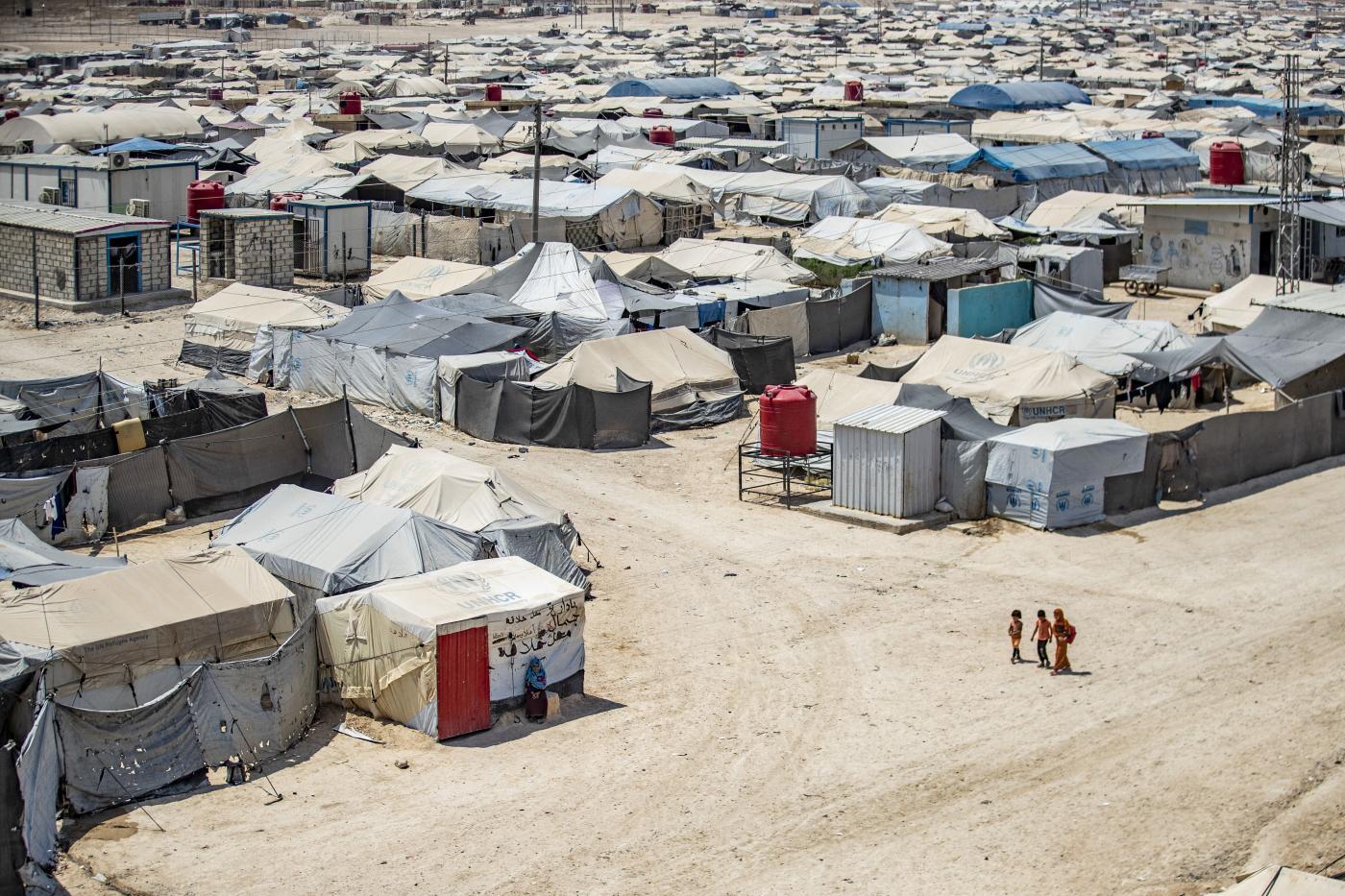 """طفلان يموتان كل أسبوع في مخيم لعائلات """"تنظيم الدولة الإسلامية"""" (داعش)"""